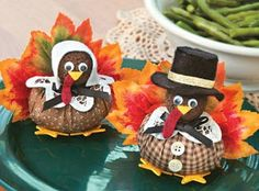 Tom Turkey and mate Mary are so clever to disguise themselves as pilgrims during Thanksgiving! Both little turkeys are easy to make and the perfect decorations for your Thanksgiving table. Thanksgiving Favors, Thanksgiving Crafts For Kids, Thanksgiving Decorations, Fall Crafts, Halloween Crafts, Holiday Crafts, Thanksgiving Turkey, Kindergarten Thanksgiving, Thanksgiving Traditions