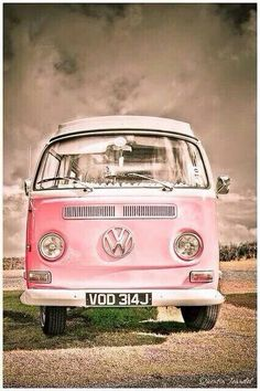 Rose Toujours / Pretty in pink! beautiful VW kombi i'd love a volkswagen combi van in my life Volkswagen Bus, Volkswagen Transporter, Vw Kombi Van, Vans Vw, Vw Camper Vans, Wolkswagen Van, Combi Ww, Vw Vintage, Vintage Carnival
