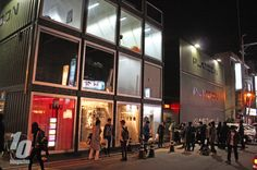 Once a month, a night flea market (&subcultural party) pops up at in Seoul. Party Pops, Box Houses, Pop Up Shops, Retail Space, Seoul, Marketing, Night, Wanderland, Popup