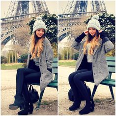 The lovely zoella showing of her cute winter style, with a baby blue bobble hat and gorgeous vintage coat. Arkansas, Zoella Outfits, Zoella Beauty, Zoella Hair, Paris 3, Paris Style, Zoe Sugg, Marcus Butler, Tanya Burr