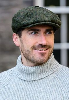 Mucros Green 8 Piece Driving Cap - Made in Ireland.Free Worldwide Shipping Direct from Skellig Gift Store Located on the Wild Atlantic Way Mens Casual Hats, Irish Christmas Gifts, Bald Men Style, Beard Beanie, Boho Fashion, Mens Fashion, Retro Fashion, Driving Cap, Beard Tips