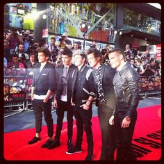 """Dont the boys just look great?"" Umm hold on.. WHY WOULD U ASK A DIRECTIONER THAT QUESTION THATS LIKE ASKING THEM IF THE SKY IS BLUE OF COURSE THEY LOOK GREAT THEY LOOK STUNNNING!.. <3 <3"