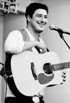 Marcus Mumford... No idea why i am so attracted to this guy. But man. He's hawt.
