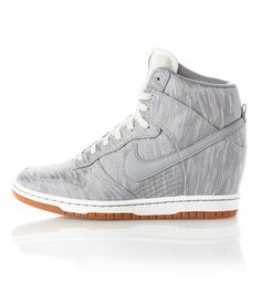 I would pee my pants if someone bought these for me! <3 - Nike Dunk Sky Hi Premium.