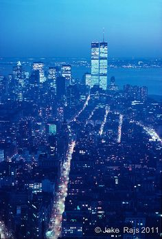 Manhattan Skyline Dusk, Hudson River Twin Towers of the World Trade Center… World Trade Towers, World Trade Center Nyc, Trade Centre, Manhattan Skyline, Manhattan New York, Lower Manhattan, 11 September 2001, City Vibe, Vintage New York