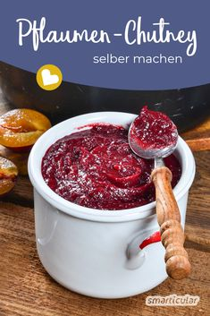 Plum chutney: Simply make the fruity-spicy seasoning paste yourself - Make plum chutney yourself: the solution for excess plums in autumn! Fruity and spicy, it tastes gr - Chutneys, Pesto, Plum Chutney, Salsa Picante, Prune, How To Grill Steak, Food Items, Fall Recipes, Tapas