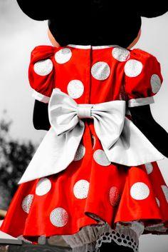 Minnie is looking for Mickey! Disfraz Minnie Mouse, Minnie Mouse Costume, Mickey Minnie Mouse, Disney Mickey, Disney Parks, Walt Disney World, Disney Pixar, Minnie Bow, Disney Cruise