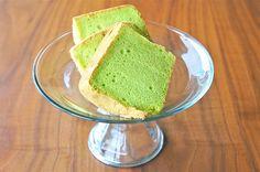 This is a fantastic chiffon cake recipe from Keiko Ishida's baking book. The cake is very light and cottony soft, just how a perfect chiffon cake should be. I used Keiko's Vanilla Chiffon cake recipe here