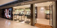 Damiani has opened its second outlet in Hong Kong in The Landmark Mall, Central. Known for its craftsmanship and creativity, the Italian company has won 18 Diamonds International Awards, the equivalent of the Oscars for jewellery design. Damiani has been crafting jewellery since 1924 and the company now spans three generations.  #damiani #hongkong #thelcoationgroup #shopopening #storeopening #elocations