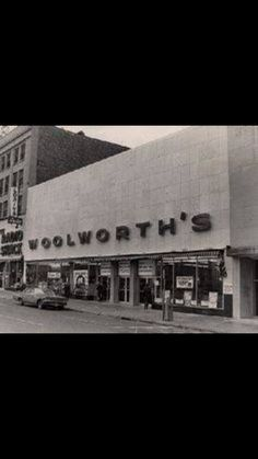F W Woolworth store ~ Loved the luncheonette, they had the best sloppy joes. Great Memories, Childhood Memories, School Memories, Cherished Memories, 1920s, Photo Vintage, Soda Fountain, I Remember When, Ol Days
