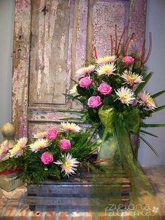 Kliknij, aby zamknąć obrazek; kliknij i przeciąg, aby przesunąć. Użyj klawiszy strzałek, aby przejść dalej lub wstecz. Floral Wreath, Wreaths, Home Decor, Floral Arrangements, Floral Crown, Decoration Home, Door Wreaths, Room Decor, Deco Mesh Wreaths