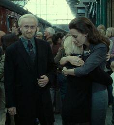 """No dia 21 de julho de 2007, J. K. Rowling lançava """"Harry Potter e as Relíquias da Morte"""", o último volume da saga. Seria o ponto final na história de Harry Potter e deixaria muitos fãs com saudade."""