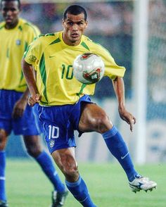 Rivaldo was one of the most underrated Brazilian players for me. He had great imagination and one of the fiercest left foots I've ever seen!      #nike #süperlig #barca #selecaobrasileira #fcbarcelona #brazuca #copadomundo #legend #respectthe #10 #respect #legendsneverdie #footyscout #football #soccer #mizuno #training #instalike #player #footballer #blogger #exercise #love #game #goals #club #sports #instagood #blog #winning