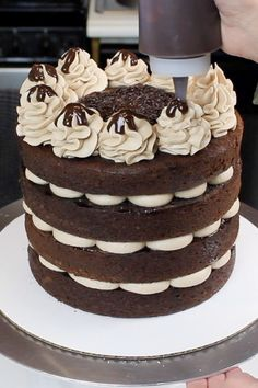 This naked chocolate cake is insanely easy to make, and equally delicious! It's filled with whipped chocolate buttercream and chocolate ganache! Chocolate Naked Cake, Chocolate Ganache Filling, Chocolate Buttercream, Chocolate Cake Decorated, Pastel Chocolate, Chocolate Cake Designs, Chocolate Cakes, Nake Cake, Whipped Buttercream