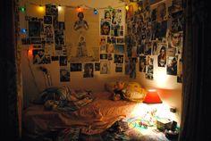 stunning bedroom wall decorations ideas for teenager ⋆ Main Dekor Network Bedroom Wall Designs, Room Ideas Bedroom, Bedroom Decor, Bedroom Inspo, Bed Room, Messy Bedroom, Neutral Milk Hotel, Grunge Room, Teen Girl Bedrooms