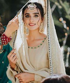 Bridal Dupatta, Pakistani Bridal Wear, Punjabi Wedding, Desi Wedding Dresses, Bridal Dresses, Wedding Outfits, Bridal Dress Design, Bridal Style, Indian Aesthetic