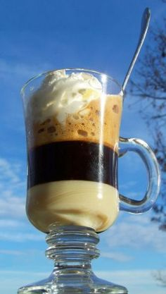Coffee with ice Eat Pray Love, Cacao, Trifle, Smoothie, Recipies, Cooking Recipes, Tea, Mugs, Coffee