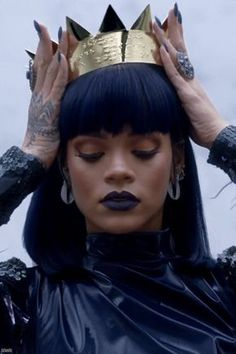 Find images and videos about beauty, makeup and rihanna on We Heart It - the app to get lost in what you love. Rihanna Crown, Rihanna Fan, Rihanna Style, Rihanna Meme, Rihanna Photos, Rihanna Instagram, Rihanna Outfits, Moda Rihanna, Divas
