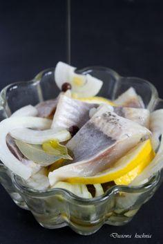 herrings with lemon and onion/ śledzie z cytryną i cebulą