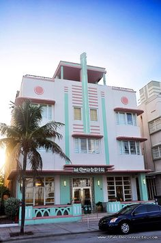 The McAlpin Hotel, at 1424 Ocean Drive Miami, built by L. Murray Dixon in 1940. Miami glitz - love all the art deco hotels. >> Do you like South Beachdo you like South Beach. Find the best hotels in MySoBe.com.