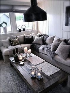 29 Beautiful Black and Silver Living Room Ideas to Inspire black-and-silver-living-rooms-21-769x1024