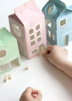 DIY milk carton houses - such a great craft idea for your little one :) Kids Crafts, Projects For Kids, Diy For Kids, Diy And Crafts, Craft Projects, Arts And Crafts, Crafty Kids, Diy Toys, Craft Activities