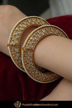 Gold Bangles Design, Gold Jewellery Design, Gold Jewelry, Designer Bangles, Jewelry Box, Jewelry Holder, Jewelry Stores, Jewellery 2017, Jewelry Hooks