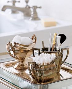 Isn't this so clever and pretty ! Using old silver tea set adds the perfect touch for powder room storage:) Vintage Silver, Antique Silver, Vintage Tea, Vintage Style, Mini Bar, Do It Yourself Decoration, Silver Tea Set, Silver Trays, Silver Plate