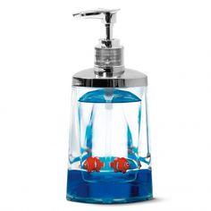 Is het een zeeppomp of een aquarium? Het is een zeeppomp waar 2 kleine visjes in zwemmen. Deze visje houden alle vieze handen in de gaten en kijken of ze wel gewassen worden.