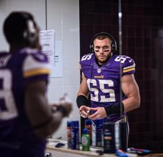 Harrison Smith prepping for the game.