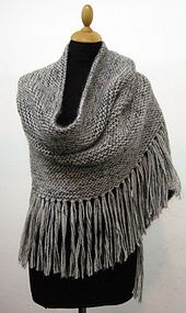 This shawl is knitted mixing togheter a yarn of Llama and a yarn of Kid Mohair in two colors.