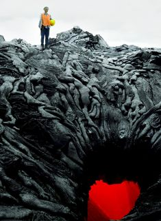 lava looks like dead bodies. This lava looks like dead bodies trying to get the crystal heart.This lava looks like dead bodies trying to get the crystal heart. Photoshop, Images Terrifiantes, Media Images, Heart Images, Gates Of Hell, Lava Flow, Natural Phenomena, Land Art, Amazing Nature