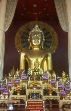 พระศรีสรรเพชร หลวงพ่อโต วัดพระสิงห์วรวิหาร Buddha in WatPhrasinghwarawiharn