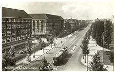 Een oude foto tussendoor. De Stadionweg !                                                                                                                                                                                                                                                                                       (Foto Jeroen Epema)  1939 - 1940  Als je hem uitreed kwam je terecht op het Stadionplein.