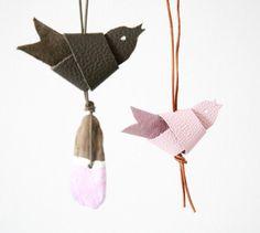 Knotenvogel+Leder+von++GuteGaben+++auf+DaWanda.com Diy Projects To Try, Crafts To Make, Diy Crafts, Sewing Toys, Christmas Crafts, Christmas Ornaments, Leather Craft, Handicraft, Fabric Birds