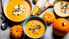 Dýně: Recepty na dýňovou polévku, dýňové koláče i bramboráky Potatoe Skins Recipe, Potato Skins, Sumo Detox, Pumpkin Gnocchi, Coconut Fish, Roasted Cod, Squash Varieties, Feta, Healthy Recipes