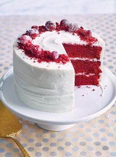 This recipe for red velvet cake with cream cheese icing is perfect for the holidays. Red Velvet Cake with Frosted Cranberries Cakes To Make, How To Make Cake, Cupcakes, Cupcake Cakes, Bolo Red Velvet, Red Velvet Cakes, Red Velvet Recipes, Cranberry Cake, Red Cake