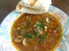 Jogurtové chlebové placky (fotorecept) - recept   Varecha.sk Chana Masala, Ethnic Recipes, Food, Basket, Essen, Meals, Yemek, Eten