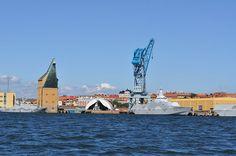 Karlskrona i Blekinge grundades 1680 och var en av den tidens modernaste och mest effektiva flottbas. Stadens skeppsbyggeri, arkitektur, stadsplanering och anläggnings- och försvarsteknik väckte stor uppmärksamhet i hela Europa under 1700-talet. Karlskronas marina arv har förts vidare till vår tid med över 300 års obruten verksamhet inom örlogsbasen och varvet. Under stormaktstiden på 1600-talet ökade behovet av en flottbas i Sydsverige för att kunna hålla ihop och försvara landet, som…