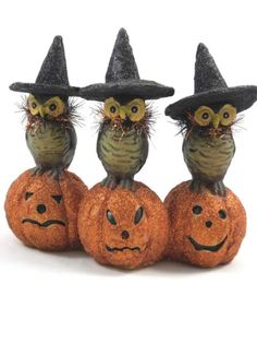 KD Vintage Owls with Witch Hats on Pumpkins Halloween Paper Mache Decoration Halloween Clay, Retro Halloween, Halloween Ornaments, Halloween Home Decor, Holidays Halloween, Scary Halloween, Halloween Pumpkins, Halloween Crafts, Happy Halloween