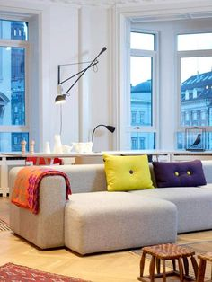 Home Design Inspirations Living Room Sofa, Living Room Interior, Living Room Decor, Living Spaces, Sofa Upholstery, Couches, Hay Design, Sofa Styling, Kitchens