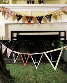 Make this chalkboard bunting for fall - use it for home decor or parties!