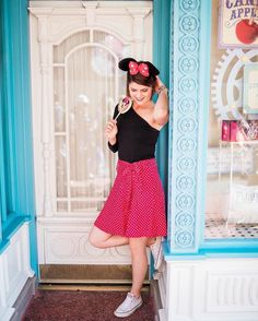 Disney World Fashion// Rock the Dots// Minnie Style// Abby Corkins ( Disney World Vacation, Disney Vacations, Disney Trips, Disneyland Photos, Disneyland Trip, Cheerleading Senior Pictures, Senior Pics, Senior Portraits, Disney Sweet 16