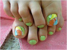 Cute Toe Nail Design in Summer