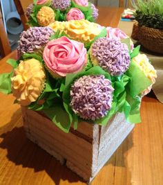 Cupcake bouquet. Wow! Okay, that's it! I'm signing up for that Wilton's class tomorrow!