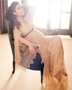 I've kind of owned the pregnancy - Kareena Kapoor Khan on her maternity status! Indian Maternity Wear, Maternity Gowns, Stylish Maternity, Maternity Fashion, Couple Pregnancy Photoshoot, Pregnancy Outfits, Pregnancy Fashion, Indian Dresses, Indian Outfits