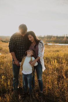 Family photography, family pictures, family picture ideas, red deer photographer, red deer family photographer, lifestyle photographer, family picture outfit ideas, family outfit ideas, family photos