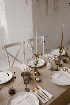 Minimalist Bridal Inspiration Styled By One Stylish Day With Foliage & Dried Flowers // Bridal Wear By Halfpenny London // Images By Agnes Black. Minimalist Bridal Inspiration Styled By One Stylish Day With Foliage & Dried Flowers Wedding Arrangements, Wedding Table Settings, Wedding Centerpieces, Wedding Decorations, Table Decorations, Small Centerpieces, Wedding Tables, Estilo Interior, Table Setting Inspiration