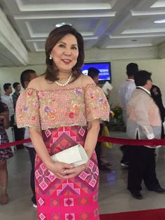 Rodrigo Duterte's State of the Nation's Address donned their best Mindanao-inspired outfits as they walked the red carpet toward the plenary hall of the Batasang Pambansa in Quezon City. Filipiniana Wedding Theme, Modern Filipiniana Dress, Wedding Dresses, Philippine Star, Debut Dresses, Barong, Entourage, Formal Evening Dresses, Boy Shower