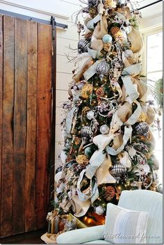 burlap and dried hydrangeas southern-living-idea-house-Christmas-tree